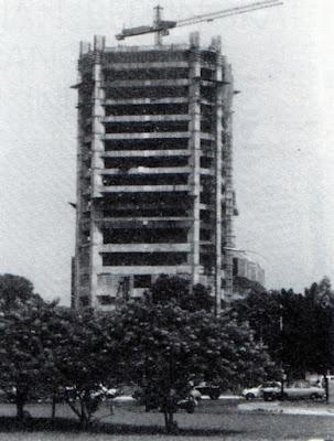 Gedung Indosat dalam tahap pembangunan, Jakarta 1980an
