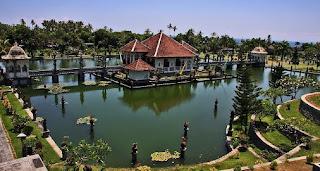 http://www.teluklove.com/2017/02/pesona-keindahan-wisata-taman-soekasada.html