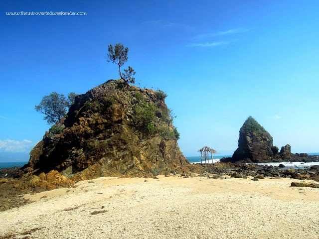 Diguisit Bay rock formations in Baler