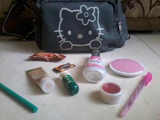 (5) Isi tas bagian kecil.