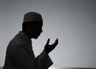 Doa Untuk Istri Tercinta Lengkap Bahasa Arab, Latin dan Artinya