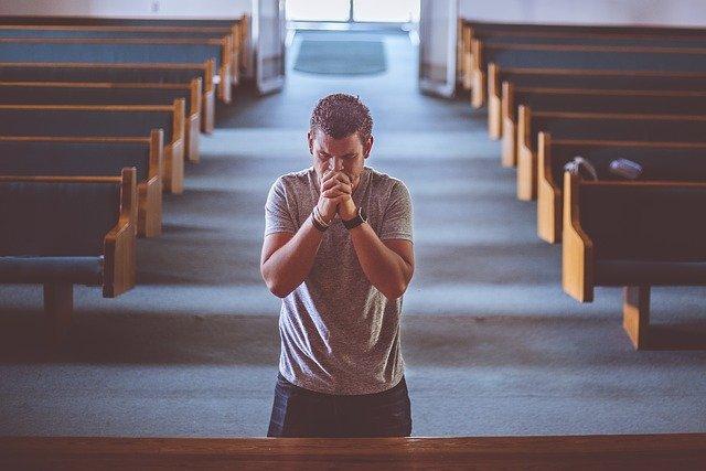 Roh Kudus membantu berdoa