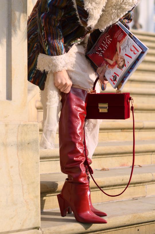 kożuch, jedwabna spódnica; sheepskin coat; kozaki zara; zara shoes