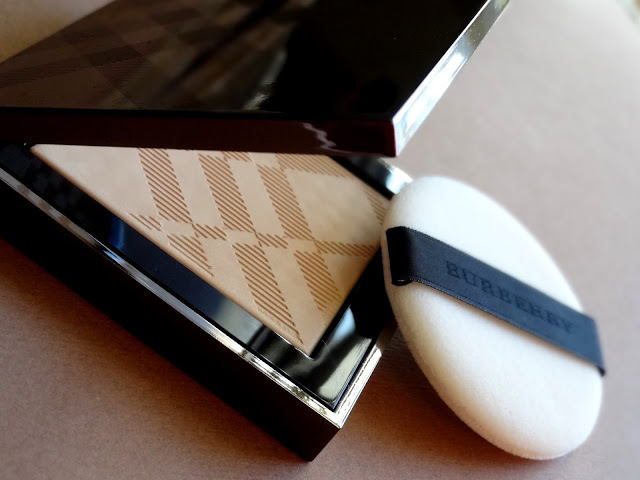 Burberry Nude Powder Sheer Luminous Pressed Powder in Ochre #20