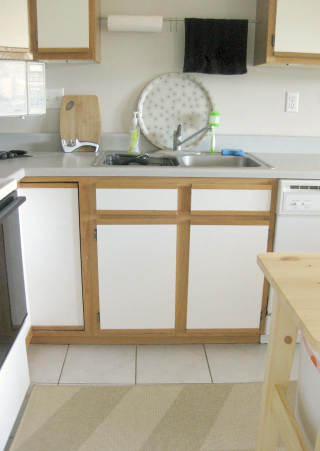 tray as kitchen sink back splash
