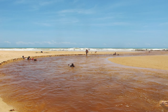 Rio IMbassaí encontrando o mar