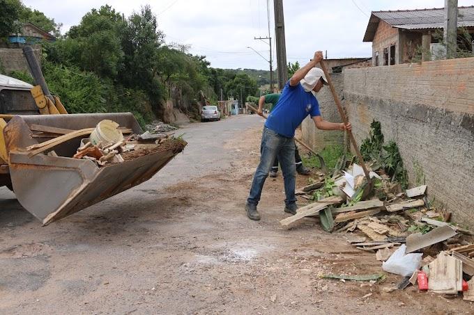 Secretaria Obras faz mutirão de limpeza na Vila Rosário