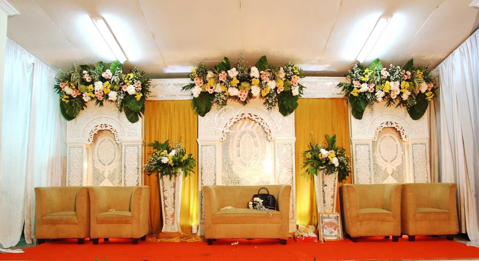 Dekorasi pelaminan untuk resepsi pernikahan di rumah