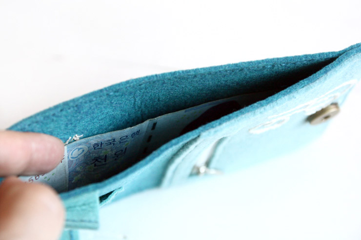 Felt Wallet Sewing Tutorial in Pictures.