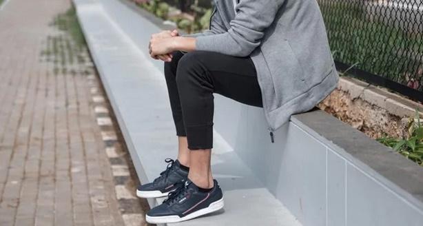 Sneaker yang sporty