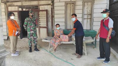 Anggota Koramil 04/Padas Berikan Edukasi dan Himbauan Kepada Warga Yang Menjalani Isoman