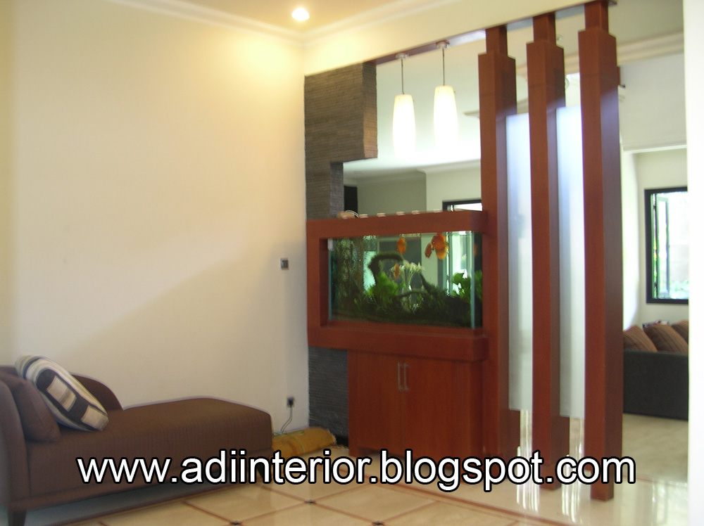 Solusi desain arsitek pada pembatas ruang tamu  Living room