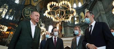 με φόντο τη μετατροπή της Αγίας Σοφίας σε τζαμί   και την πρώτη μουσουλμανική προσευχή.