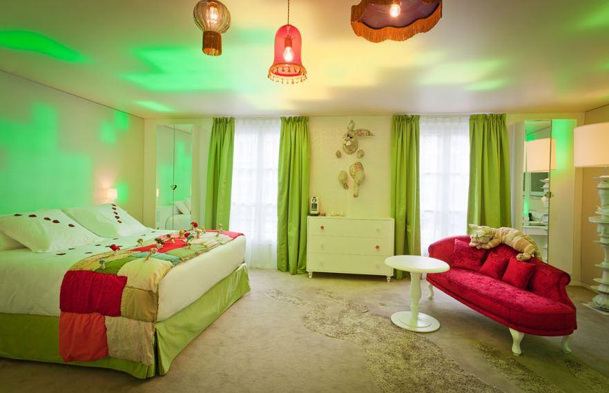 Bedroom Decoration: Alice In Wonderland Bedroom Decor