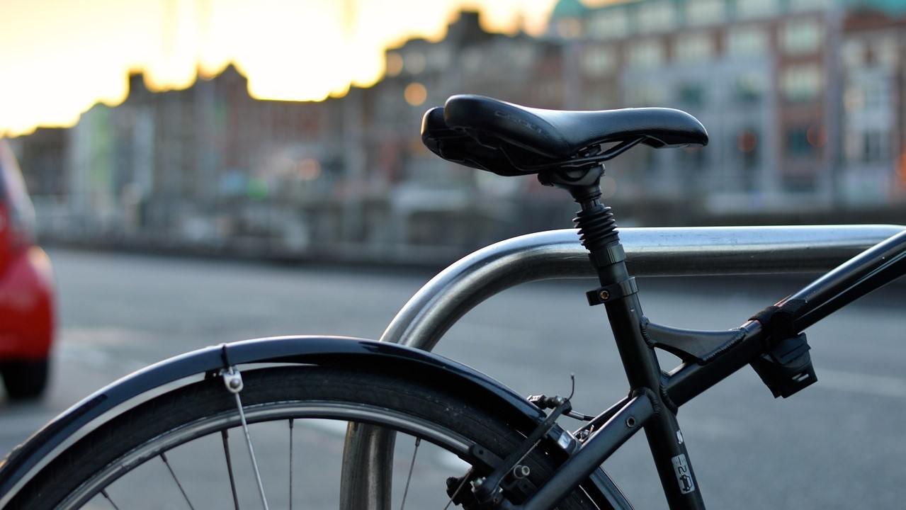 Main Sepeda di Asrama
