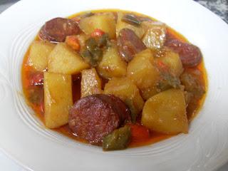 Receta de patatas con chorizo a la riojana.