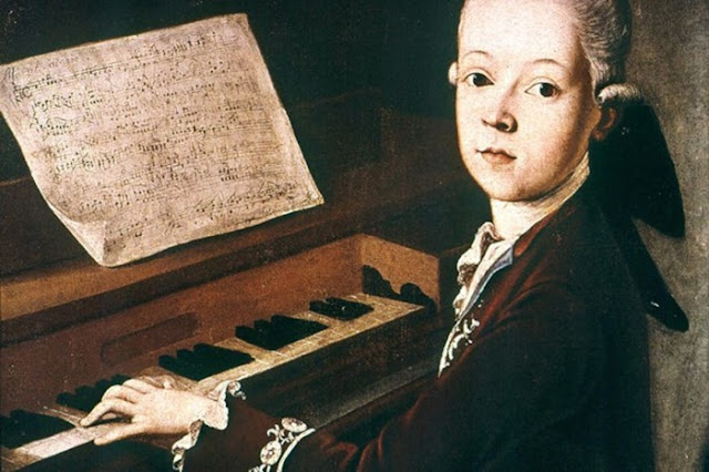 Jovem Wolfgang Mozart no instrumento