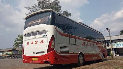 Foto Bus Raya di Terminal Kartasura AD 1470 BR