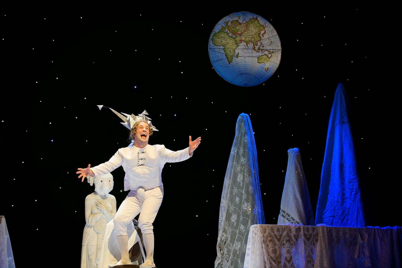 Ronan Busfield (Cecco - disguised as Lunar Emperor), English Touring Opera // Haydn, Life on the Moon (Il mondo della luna). Photo: Richard Hubert Smith.