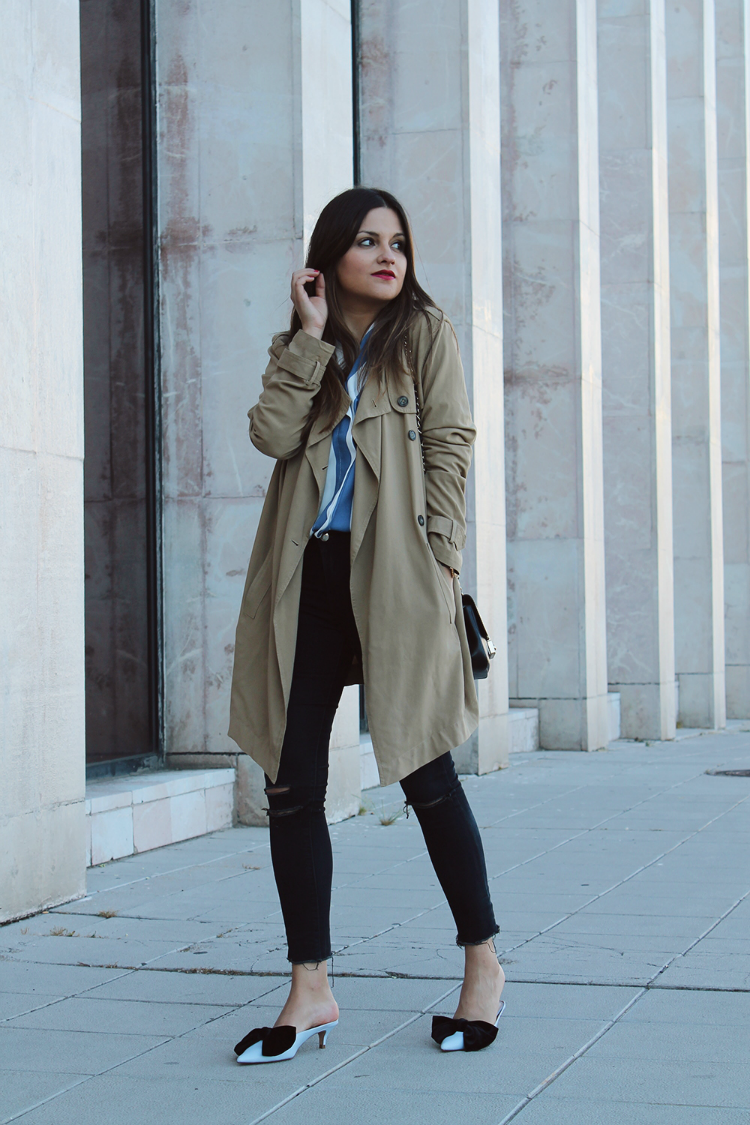 Striped shirt, trench and bow shoes | Blog de Moda | LITTLE