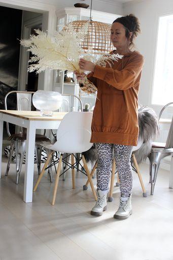 annelies design, webbutik, hoodie, lång hoodie, kamel, färg, färger, strumpbyxor, leggings, boots, kläder, ormbunksblad, blekt, blekta, torkad, torkade, blomsterbaren, varberg, varbergs