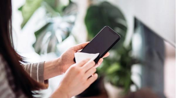 Cara Membersihkan Ponsel Untuk Mencegah  COVID-19