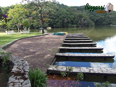 Construção de lagos com muros de pedra rústica no ancoradouro dos barcos. No passeio o piso com pedra rústicas cacão de São Carlos.