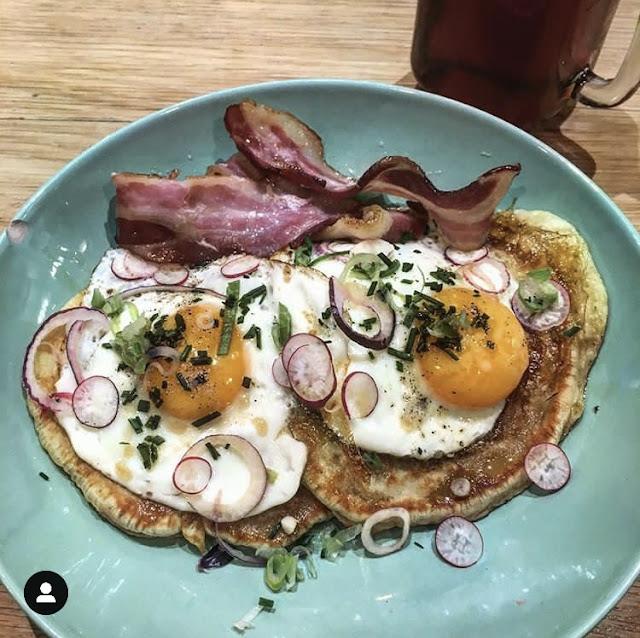 Pancakes oeufs et bacon du restaurant le hood sur Montpellier