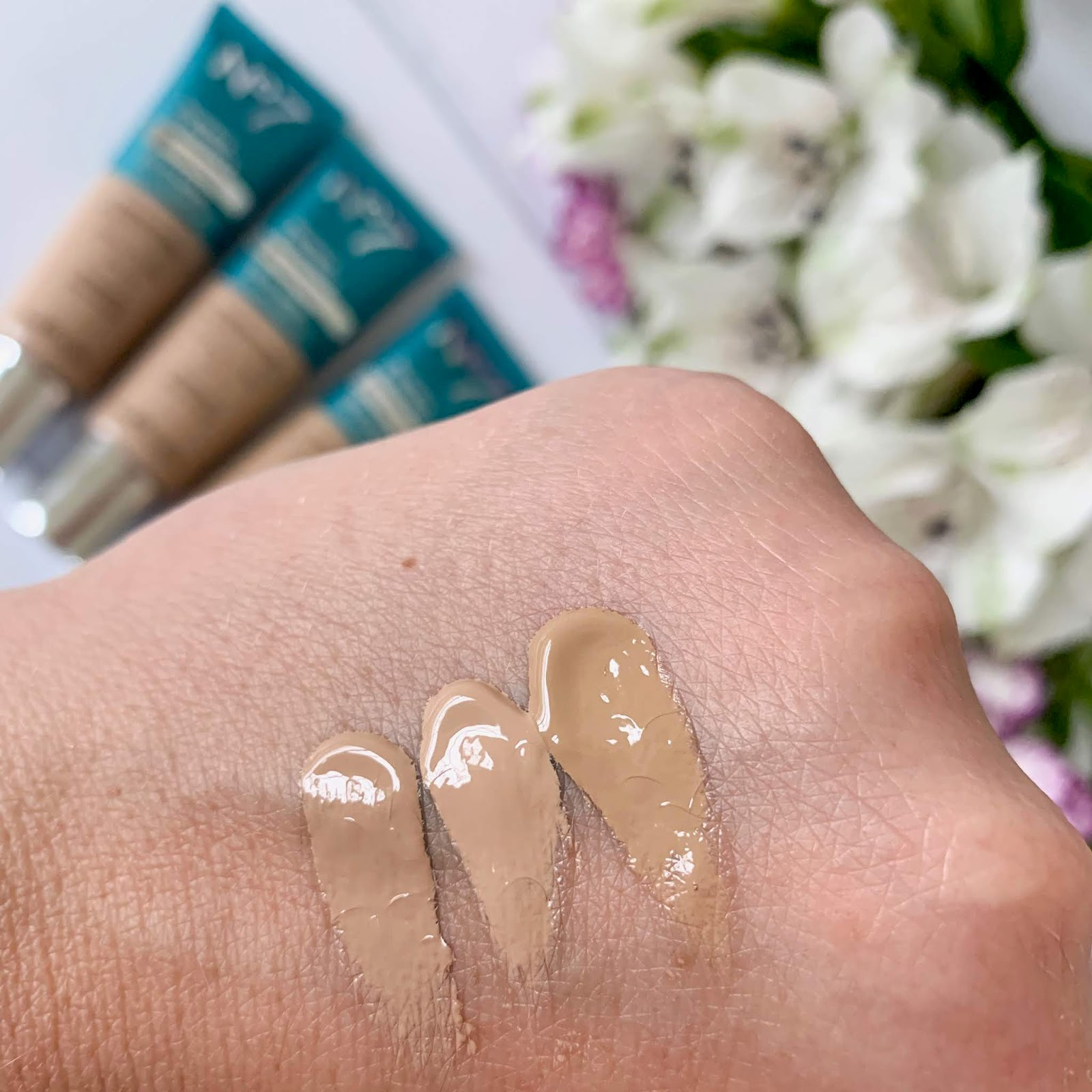 No7 Protect & Perfect All In One foundation-swatches
