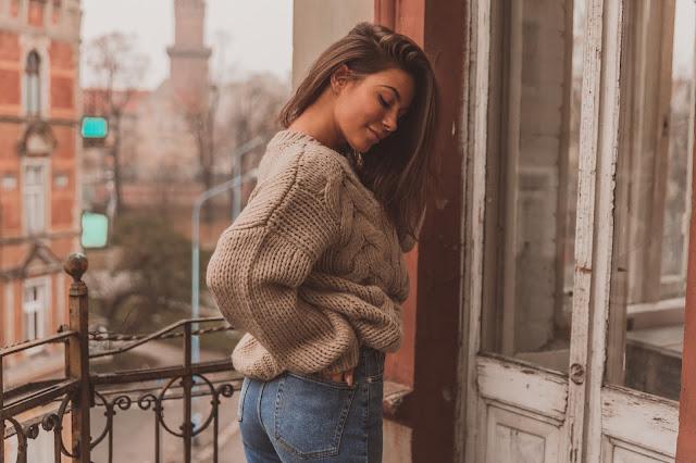 Mom Jeans oraz sweter z warkoczem / BASIC LOOK - Czytaj więcej