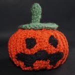 http://www.ovetyam.com/index.php/calabaza-de-halloween-a-ganchillo-con-patron-de-tejiendo-peru/