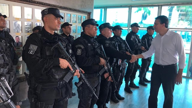 Camilo Santana visita comandos e quartéis militares