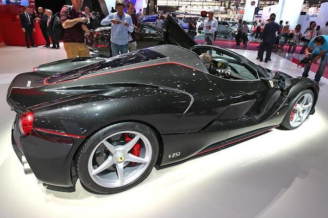 Ferrari LaFerrari Aperta - Paris Motor Show