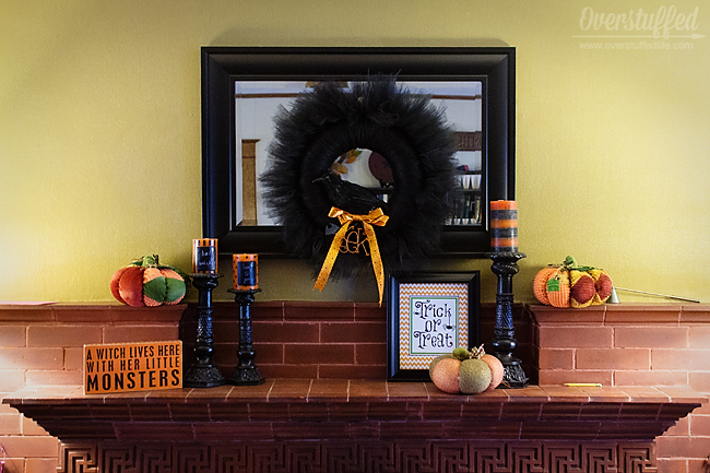 Halloween mantel decor ideas.