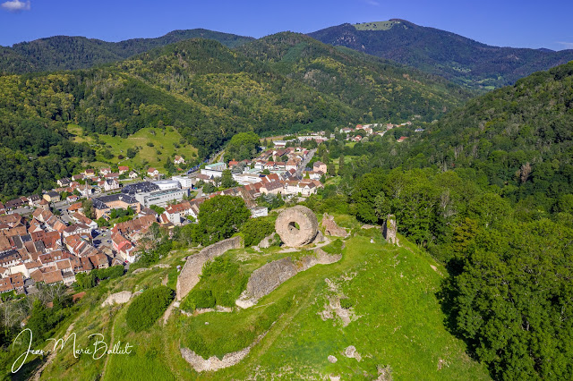 château de l'Engelbourg… vestiges du donjon circulaire