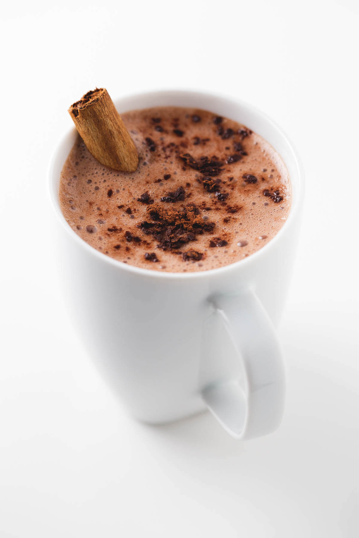 Vegan hot chocolate: With the cold, we crave warm and comforting drinks. This vegan hot chocolate is made with four ingredients; it is delicious and very healthy.
