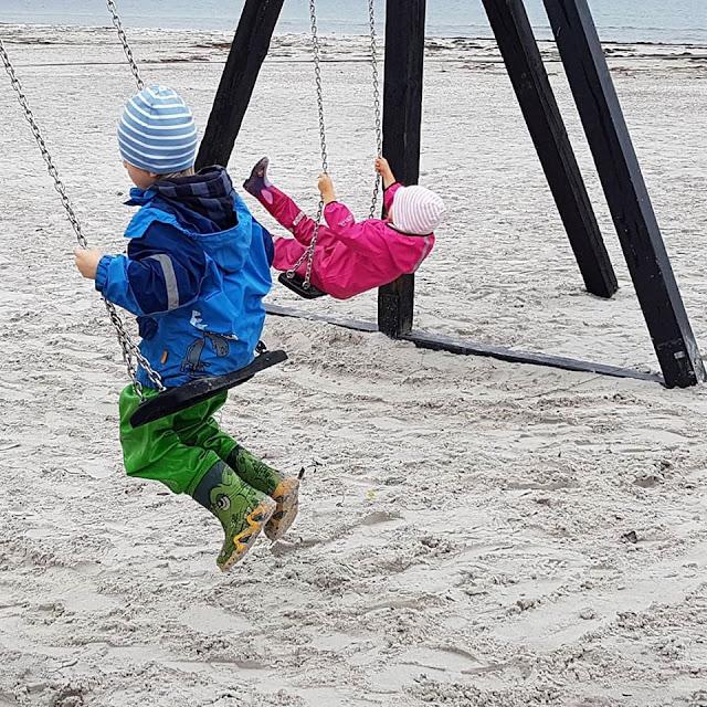 Träumen von Bornholm: 10 Dinge, nach denen wir uns sehnen. Ein Traum unserer Kinder: Schaukeln am Strand von Balka.
