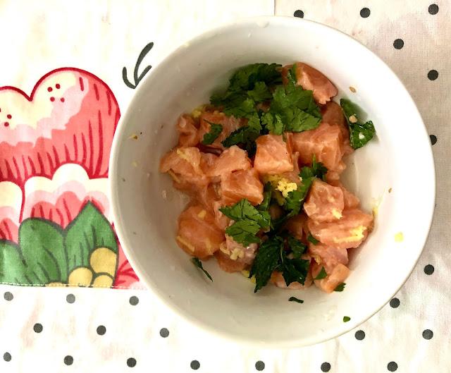 Salmone marinato con lime, zenzero e aromi