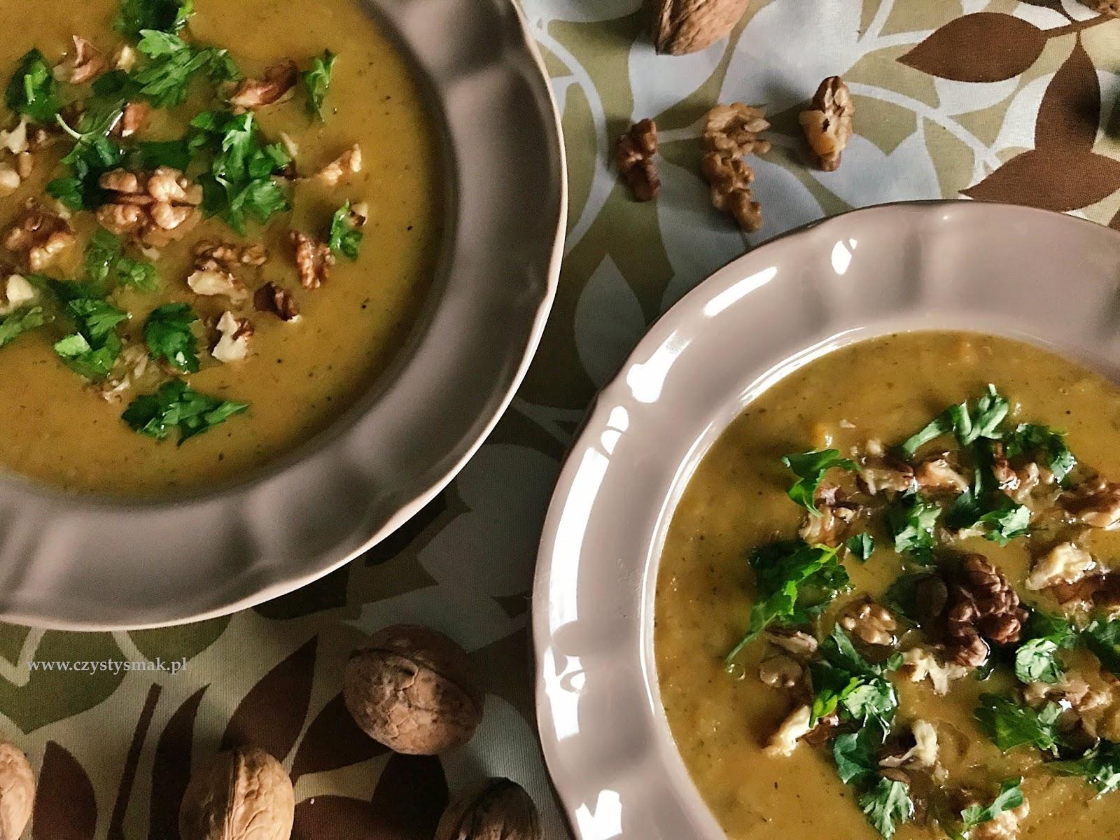 Orzechowa zupa z topinamburu z dodatkiem marchewki