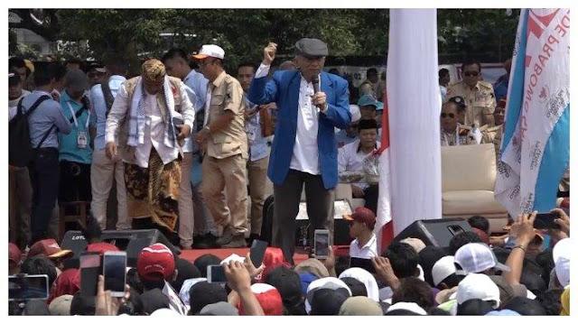 Kampanye Akbar Prabowo di Solo: Saat Orasi, Amien Rais Sebut Capres 02 Punya DNA Pahlawan Nasional