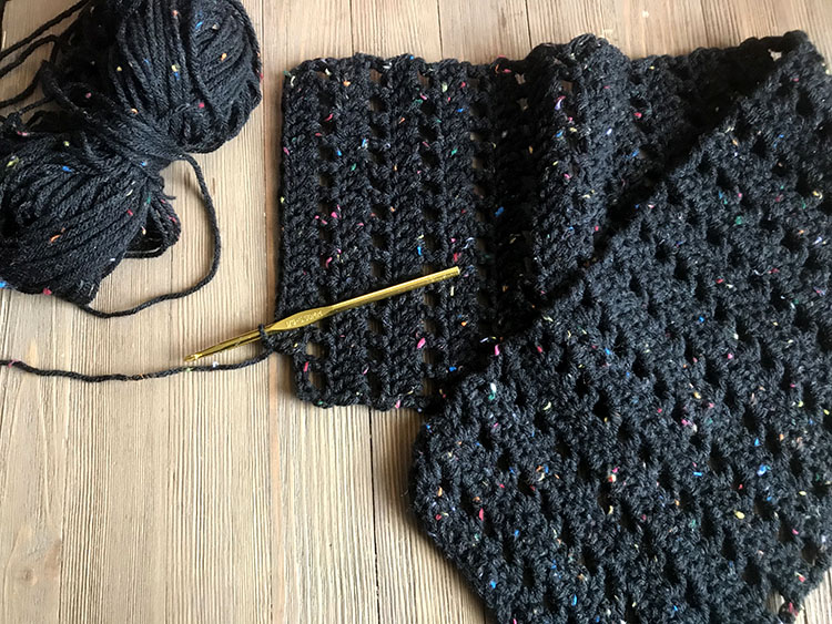 5 Little Monsters Charcoal Tweed Cowl