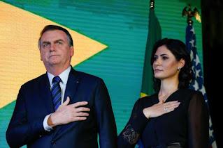 Queiroz depositou  21 cheques na conta de Michelle Bolsonaro