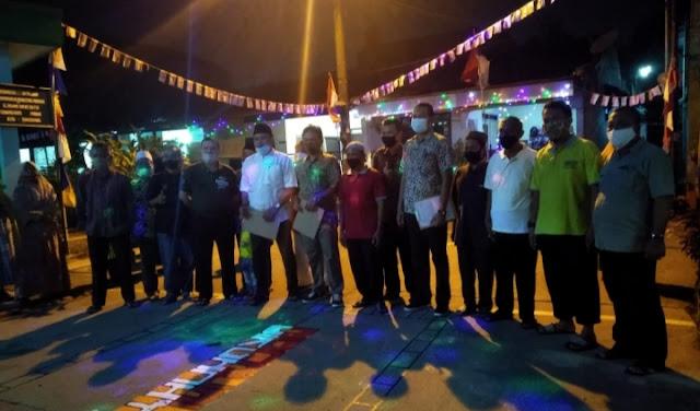 Kedatangan H.Junadi dari Fraksi Gerindra disambut meriah dengan lagu-lagu kemerdekaan seraya Warga berbaris dari Rt.001 hingga Rt.006 se Rw.014 Kelurahan Gebang Raya. Foto istimewa korantangsel.com