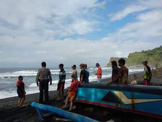 Perahu Diterjang Ombak Besar, Nelayan Lumajang Hilang