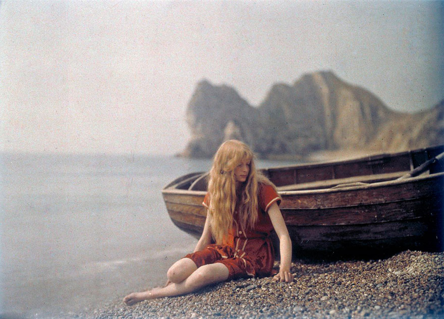 40 Old Color Pictures Show Our World A Century Ago - Christina In Red, 1913