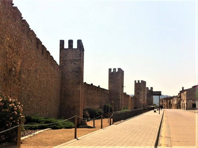 pasear por la muralla de Montblanc