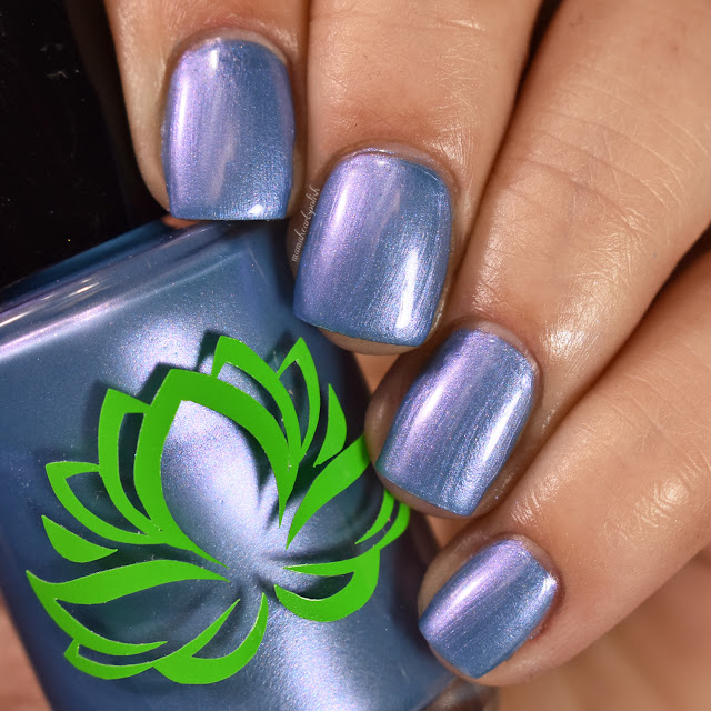 soothing-soul-nail-lacquers-island-breeze-1