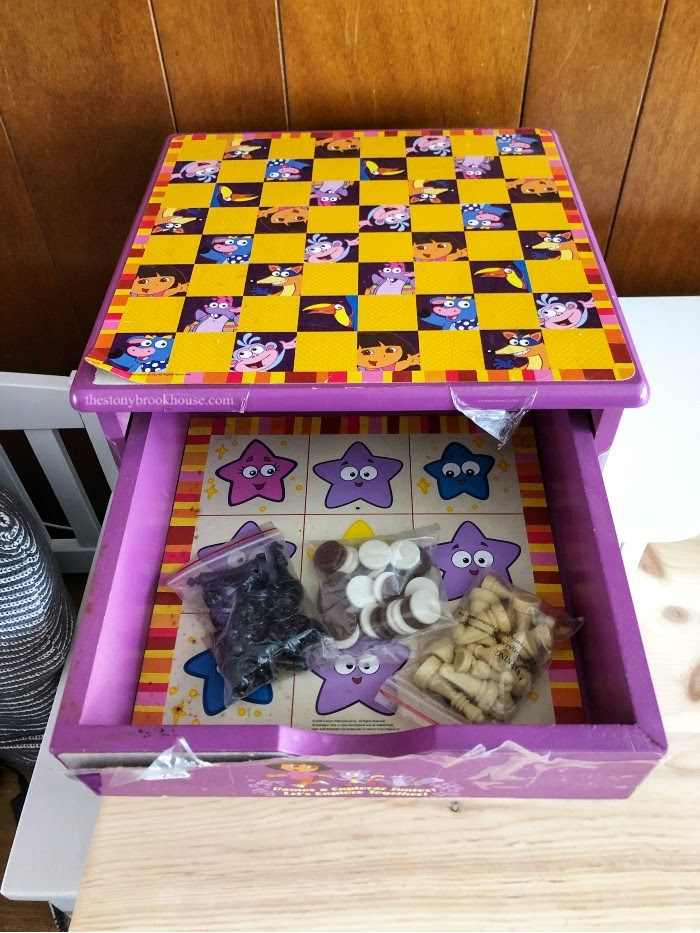 Dora the Explorer checkers and chess game w/drawer