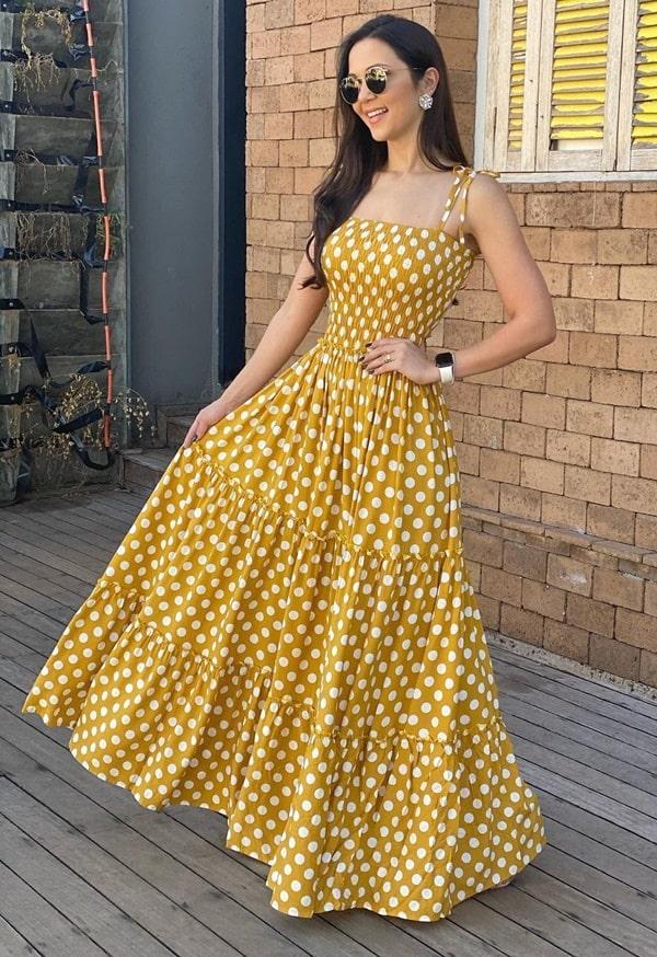 vestido longo amarelo com estampa de poas bolas grandes