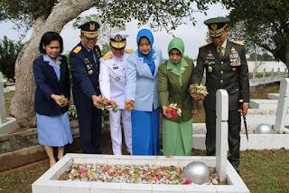 Ziarah Nasional Peringati HUT ke-74 TNI